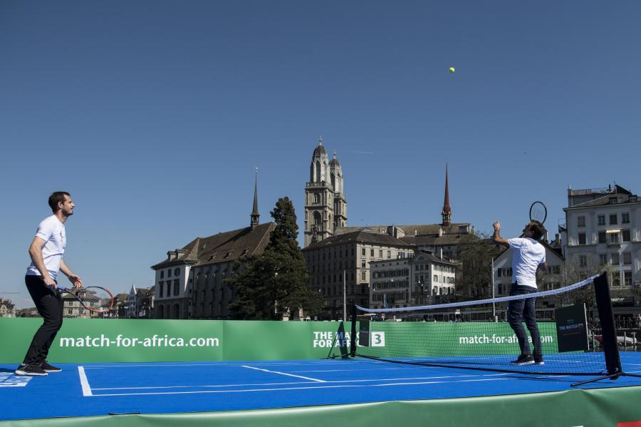 Roger Federer i Andy Murray zagrali w tenisa na... wodzie