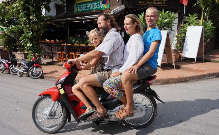 Rodzina Łopacińskich w Laosie