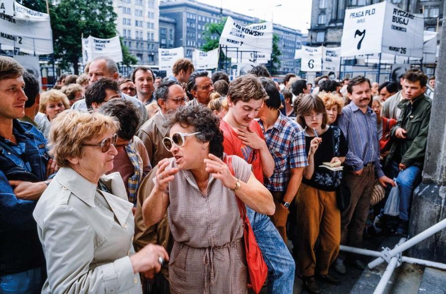 Wybory 1989. Plac Konstytucji Warszawa / Fot. Chris Niedenthal