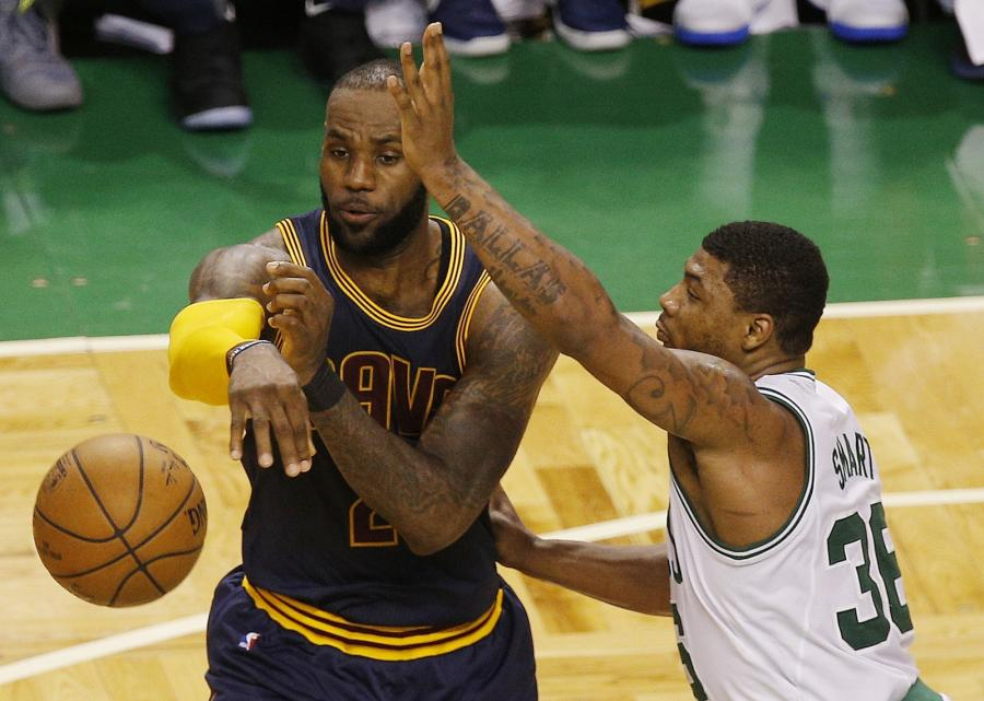 LeBron James i Marcus Smart