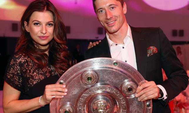 Robert i Anna Lewandowscy zadali szyku. Piłkarze Bayernu świętowali ze swoimi partnerkami [FOTO]