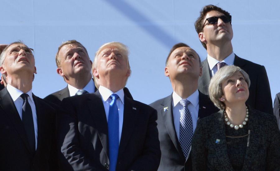 Donald Trump podczas ceremonii przekazania kwatery głównej NATO w Brukseli