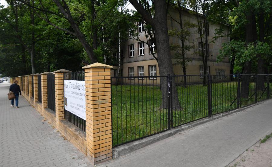 Budynek dawnego gimnazjum przy Twardej
