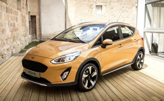 """Fiesta Active crossover - pierwsza z nowej linii pojazdów """"dla aktywnych"""", które mają zasilić gamę Forda w nadchodzących latach - a także nowa fiesta ST o mocy 200 KM, w sprzedaży pojawią się w 2018 roku"""