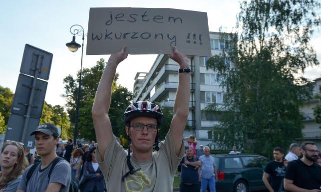 Borusewicz do protestujących przed Sejmem: Was nie są w stanie przegłosować [ZDJĘCIA]