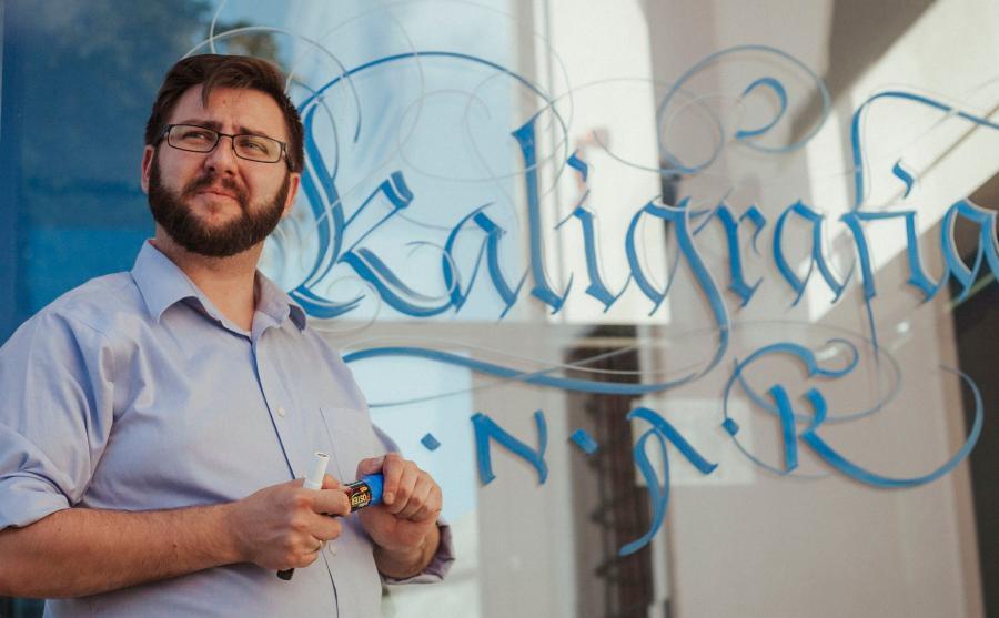 Barasiński jest twórcą PolskiegoTowarzystwa Kaligraficznego