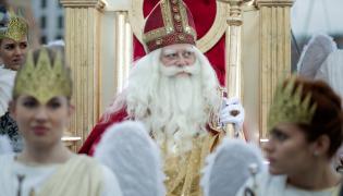 """Olaf Lubaszenko jako Święty Mikołaj w filmie """"Miłość jest wszystkim"""""""