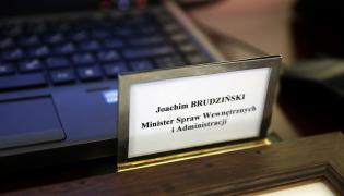 Tabliczka z nazwiskiem Joachima Brudzińskiego w KPRM