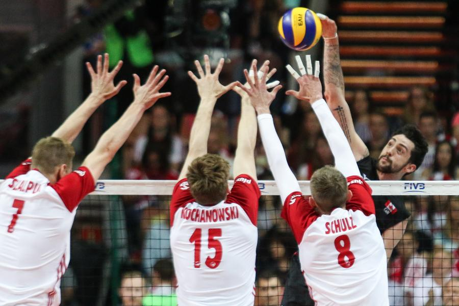 Polacy - Artur Szalpuk (L), Jakub Kochanowski (2L) i Damian Schulz (3L) oraz Stephan Maar (P) z Kanady
