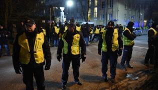 Policja przed ambasadą Izraela w Warszawie, wieczorem 31 stycznia