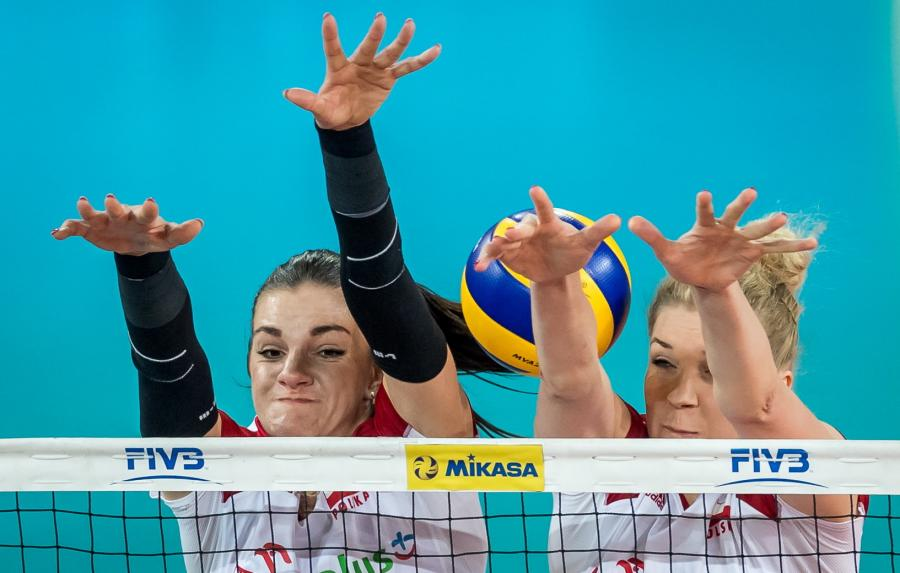 Malwina Smarzek (L) i Agnieszka Kąkolewska (P) podczas meczu z reprezentacją Belgii w turnieju Ligi Narodów