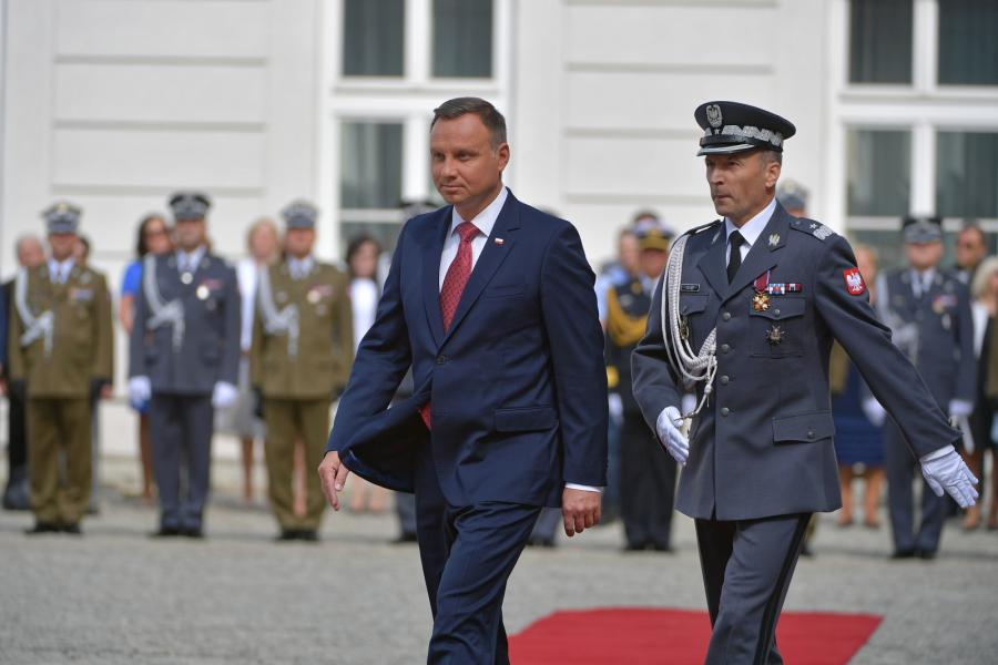 Prezydent RP, zwierzchnik Sił Zbrojnych Andrzej Duda oraz dowódca Garnizonu Warszawa gen. brygady Robert Głąb