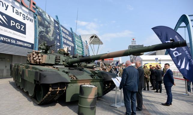 Czołgi, artyleria, nowe pociski oraz rakiety. Zobacz najnowszy i zmodernizowany sprzęt z kieleckich targów