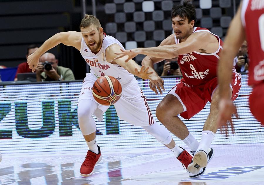 Zawodnik reprezentacji Polski Michał Sokołowski (L) i Dario Saric (P) z Chorwacji