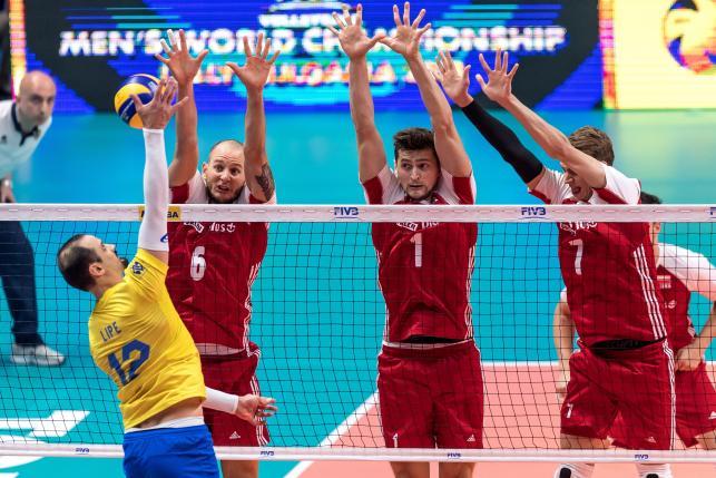 Polacy Bartosz Kurek (2L), Piotr Nowakowski (2P) i Artur Szalpuk (P) oraz Felipe Fonteles (L) z Brazylii