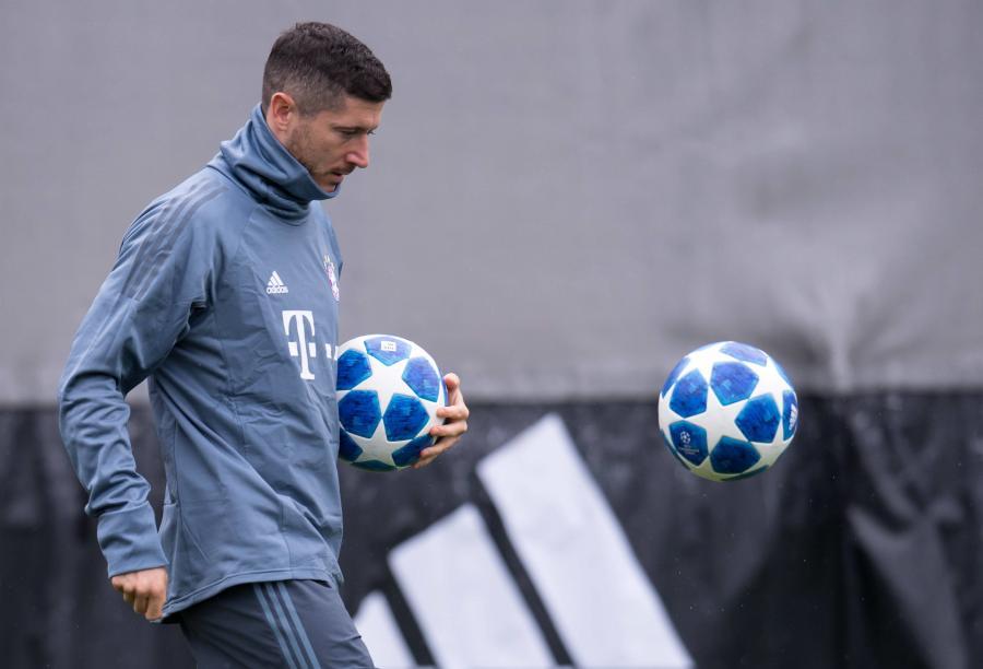 Piłkarz Bayernu Robert Lewandowski podczas treningu drużyny w Monachium