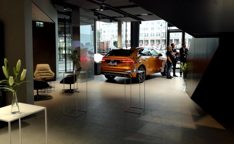 Zarządzaniem Audi City w Warszawie zajmuje się Porsche Inter Auto – spółka prowadząca dwa salony Audi w Warszawie – Porsche Połczyńska i Audi Centrum Warszawa Okęcie