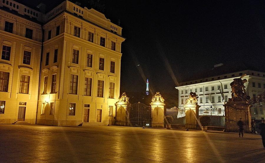 Honor 8X - Praga nocą