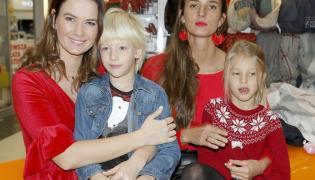 Karolina Malinowska i Kamila Szczawińska z dziećmi