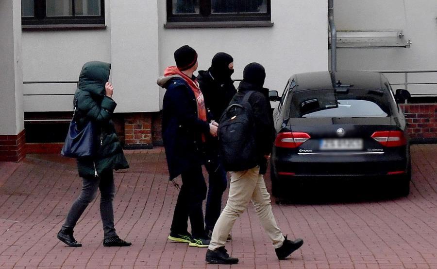 Doprowadzenie do Prokuratury Regionalnej w Szczecinie jednego z podejrzanych w aferze KNF