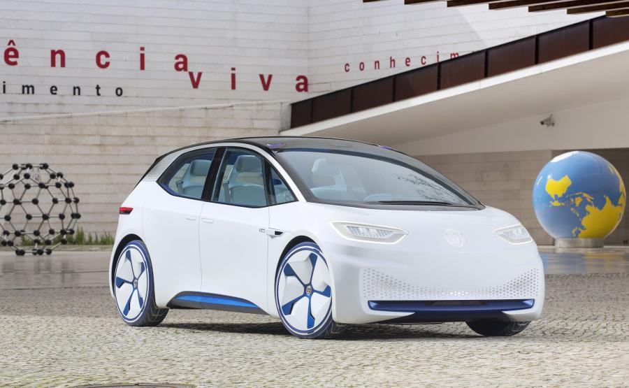 Volkswagen ID - prototyp. Zasadniczym elementem przenośnej ładowarki jest akumulator wykorzystywany w samochodach elektrycznych skonstruowanych na modułowej platformie MEB
