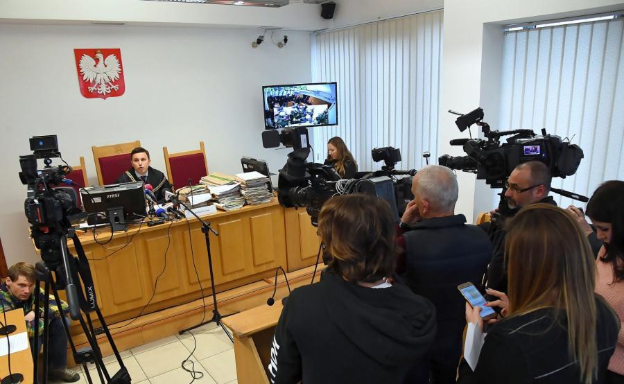 Sędzia Kamil Grzesik na sali rozpraw Sądu Okręgowego w Krakowie