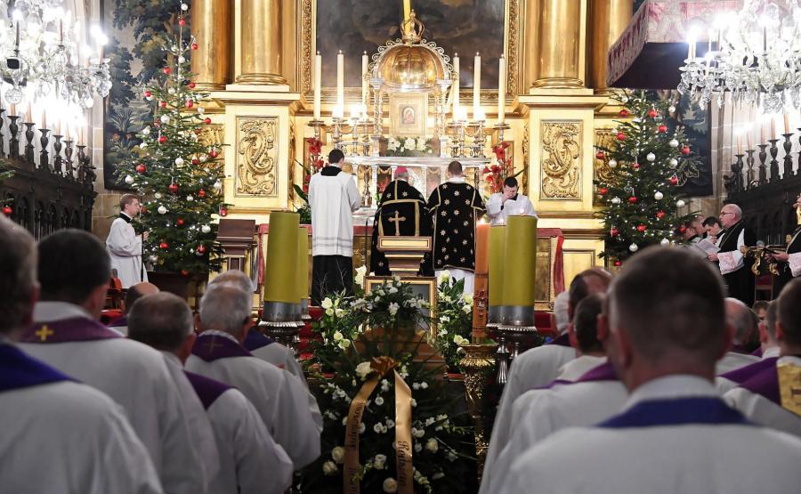 Ceremonia pogrzebowa biskupa Tadeusza Pieronka