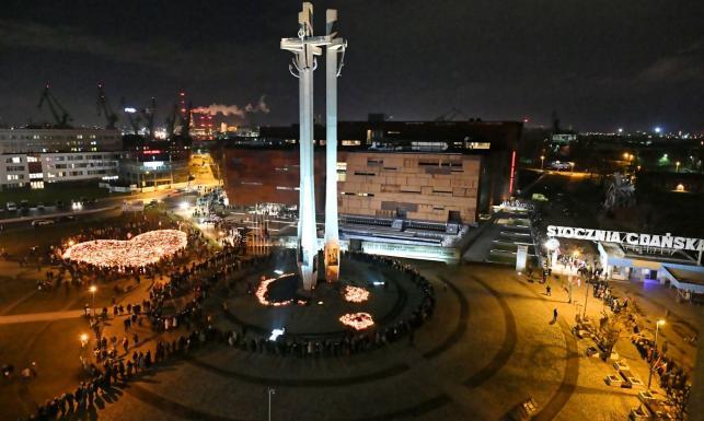 Już ponad 30 tysięcy osób pożegnało prezydenta Adamowicza [ZDJĘCIA]