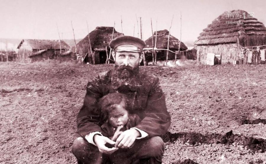 Bronisław Piłsudski z dzieckiem z plemienia Ajnu