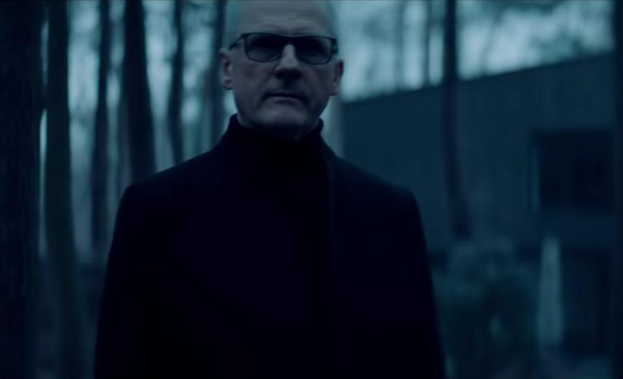 Marek Biliński w teledysku do nagrania \
