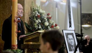 Antoni Macierewicz na mszy żałobnej w intencji Jana Olszewskiego