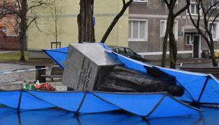 Zburzony pomnik Księdza Prałata Henryka Jankowskiego