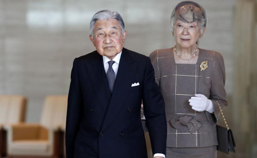 Abdykujący cesarz Akihito z cesarzową Michiko