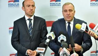 Przewodniczący PO Grzegorz Schetyna i poseł Borys Budka podczas konferencji prasowej nt. przestępstw pedofilskich