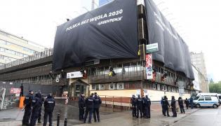 Aktywiści Greenpeace Polska przy siedzibie PiS