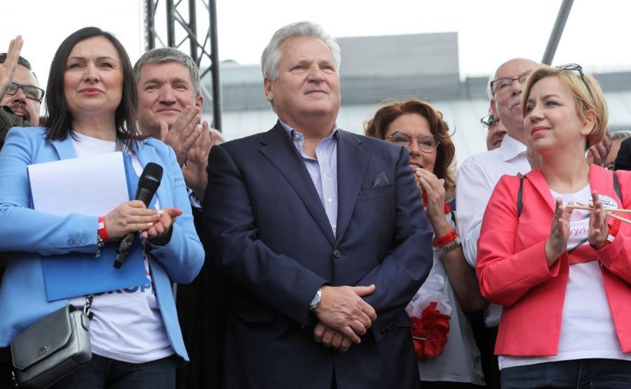Aleksander Kwaśniewski podczas marszu \