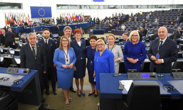 Polscy europosłowie w Parlamencie Europejskim. Zobacz ZDJĘCIA