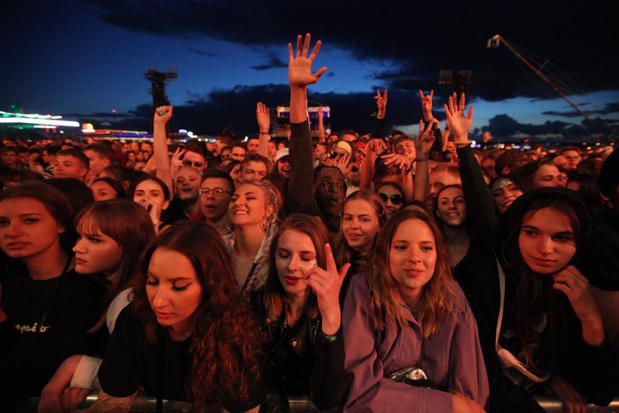 Fani na koncercie Travisa Scotta na festiwalu Open'er 2019. 3 czerwca 2019 roku.