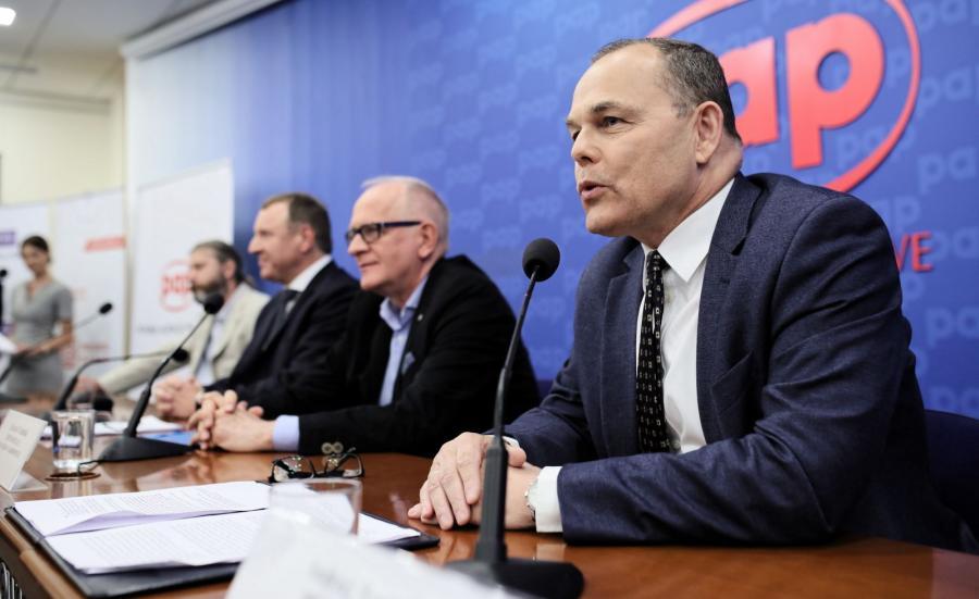 Prezes Polskiego Radia Andrzej Rogoyski (P), przewodniczący Rady Mediów Narodowych Krzysztof Czabański (2P), prezes TVP Jacek Kurski (3L) i redaktor naczelny PAP Radosław Gil (2L)