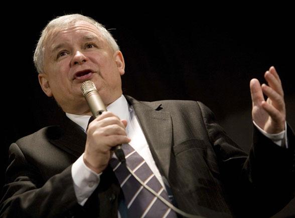 Kaczyński nie zna języków? Zobacz spot PO