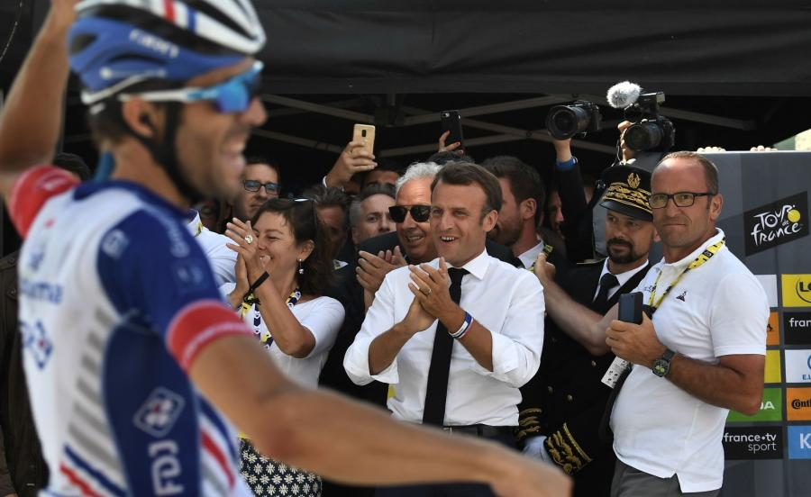 Emmanuel Macron i Thibaut Pinot