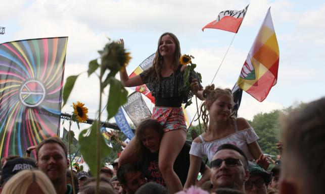 Godzina W, tęczowe flagi i setki tysięcy fanów. Tak wygląda Pol\'and\'Rock Festival 2019 [FOTO]