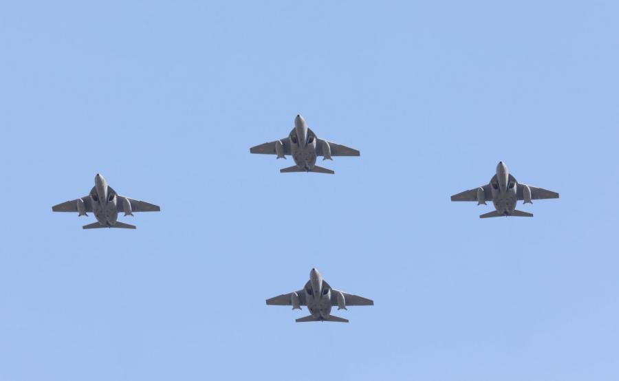 Przelot samolotów wojskowych podczas defilady