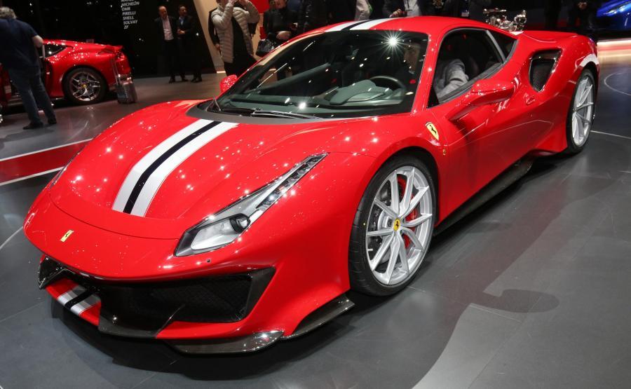 Ferrari 488 Pista. Silnik oferuje 185 KM z litra pojemności, sprint od 0 do 200 km/h trwa 7,6 sekundy