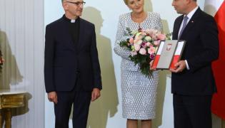 Ksiądz Tadeusz Jarecki, Agata Kornhauser-Duda i Andrzej Duda;