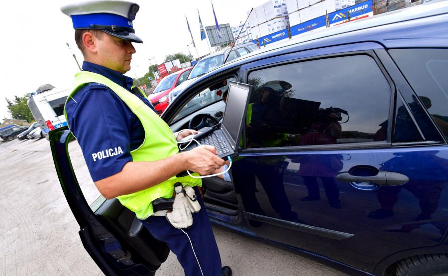 """Policjanci ruchu drogowego przeprowadzą działania kontrolno-prewencyjne pod nazwą """"SMOG"""""""