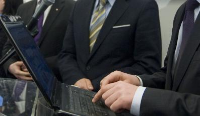 Szwedzcy posłowie przepisują propozycje ustaw m.in. z internetu