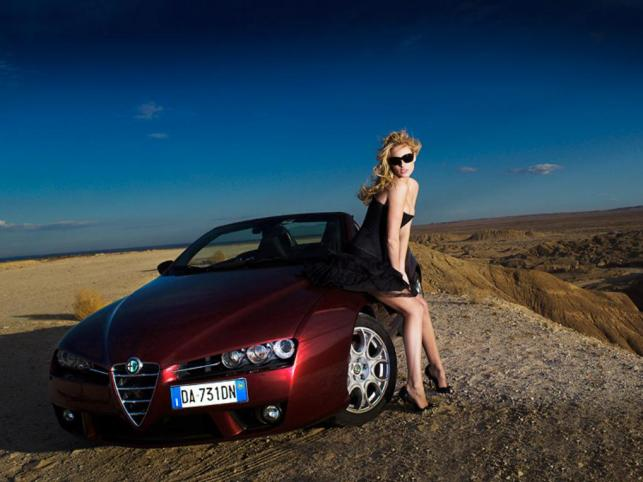 Modelka Emilie Boiron i Alfa Romeo Spider