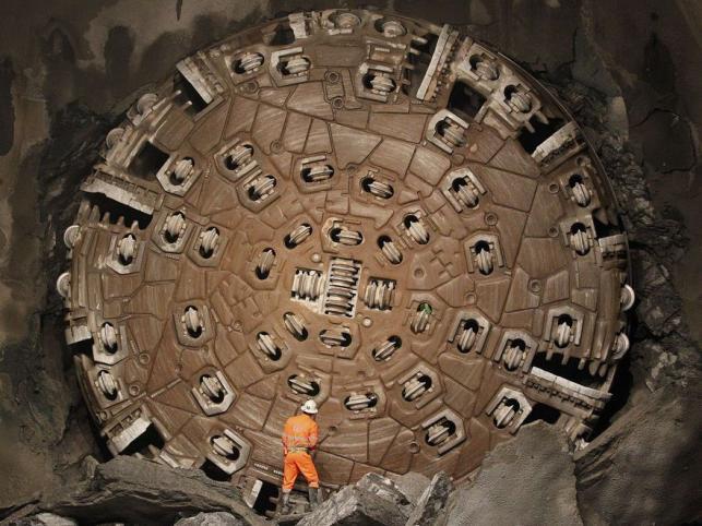 Budowę tunelu rozpoczęto w 1999 roku