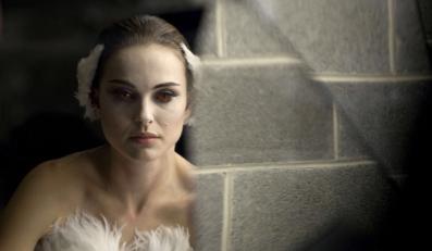 """""""Czarny Łabędź"""" jest nominowany do Złotego Globu w kategorii najlepszy dramat. Grająca balerinę Natalie Portman może też dostać nagrodę dla najlepszej aktorki dramatycznej"""